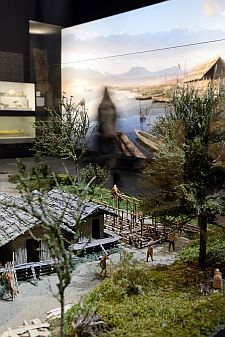 Modell einer Pfahlbauersiedlung