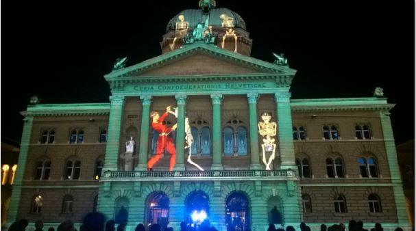 Totentanz auf der Fassade des Bundeshauses - Rendezvous Bundesplatz 2017