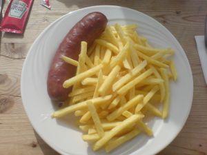 Diemtigtalwurst mit Pommes Frites
