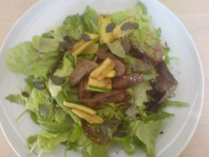 Salat mit gebratenen Läberli
