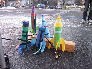 Kindergeburtstag: selbst gebaute Raketen