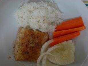 Gebratener Stör mit Reis, Fenchel und Karotten