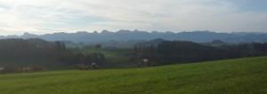Sicht auf Voralpen und Gantrischkette vom Ulmizberg aus