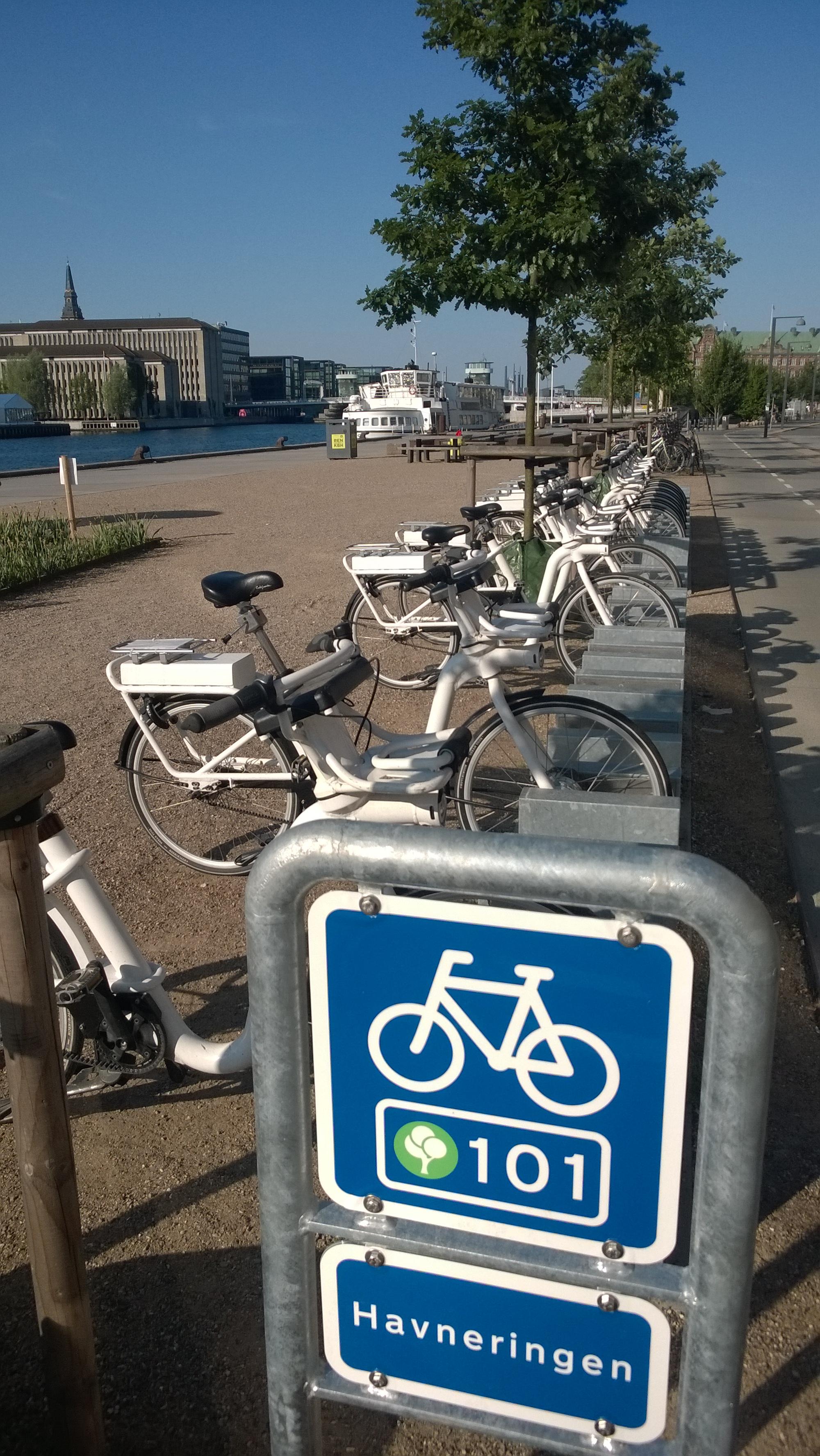 Veloausleihstation von City-Bike Kopenhagen (www.bycyklen.dk) mit den E-Bikes von Gobike.com