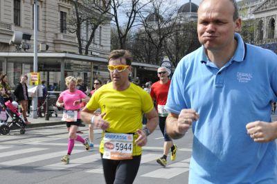 Vienna City Marathon 2015 beim Schottentor - was stimmt an diesem Bild nicht?
