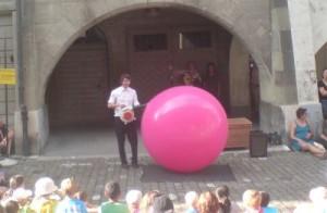 Tobi van Deisner, Ballon-Comedy, am Buskers Bern 2014