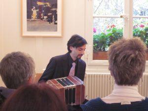 Michael Zisamann an der Finissage der Bruno-Wurster-Ausstellung