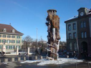 Meret-Oppenheimbrunnen im Januar 2013