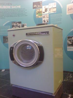 Schulthess Waschmaschine mit Lochkarte